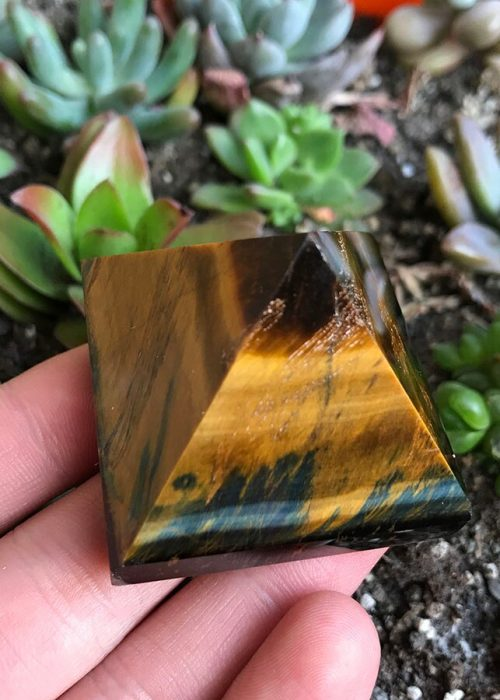 tiger-eye-pyramid